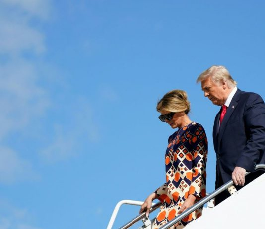 Ekteparet Donald og Melania Trump går ut av Air Force One i Florida. Foto: AFP / NTB Scanpix